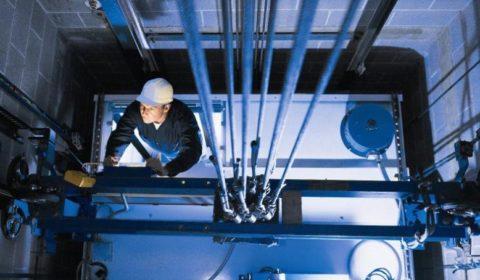Контроль технического состояния лифтов – обязательная мера для собственников